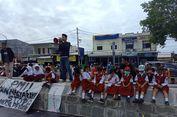 Peringati Hari Anak Nasional, Orangtua dan 36 Siswa SD yang Dikeluarkan Kembali Demo