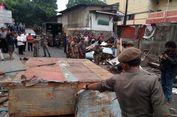 Lapak PKL dan Bangunan Liar di Jalan Nusantara Depok Ditertibkan