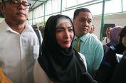 Masih Berduka, Roro Fitria Menangis Saat Tiba di Pengadilan