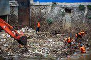 Gubernur DKI: Sampah Kiriman di Pintu Air Manggarai 500 Ton, Tak Mungkin Selesai 2 Jam