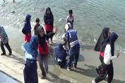 Air Tawar yang Memancari di Pantai Polewali Mandar Bikin Warga Penasaran
