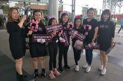 Keluarga Ini Buat Seragam Khusus untuk Tonton Konser BLACKPINK di Indonesia