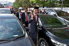Mengendarai Suzuki Ignis, Seorang Wanita Potong Konvoi Jokowi