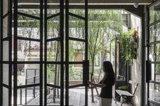 Ingin Rumah Tampak Mewah? Cobalah Model Jendela Kaca Kekinian