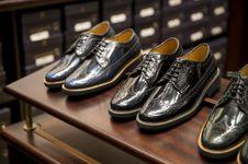 7 Sepatu yang Wajib Dimiliki Para Pria, Sneaker Hingga Oxford