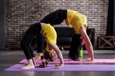Dianggap Tak Senonoh, Peserta Kelas Yoga Digerebek Aparat Iran