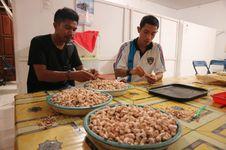 Uniknya Rasa Kacang Mete Flores Timur, Wajib Bawa untuk Oleh-oleh