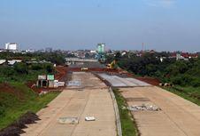 Pembangunan Tol Cijago Terganjal Lahan 500 Meter