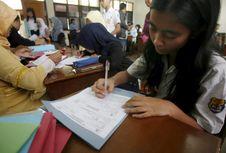 Antre Daftar PPDB Sejak Pagi dan Dapat Nomor 261, Perempuan Ini Pilih Pulang