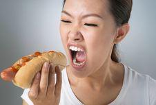 Awas, Stres Picu Emotional Eating