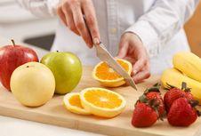 Cara Tepat Memotong Buah Supaya Nutrisinya Tidak Hilang