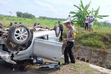 Sopir Diduga Mengantuk, Mobil Pemudik Masuk Parit di Tol Bawen-Salatiga