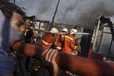Berita Foto: Berjibaku Memadamkan Kebakaran di Bendungan Hilir