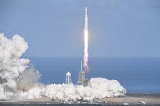 """Elon Musk Beberkan Alasan """"Booster"""" Falcon Heavy Jatuh ke Laut"""