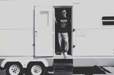 Mengintip Bus Trailer Joe Taslim di Lokasi Film Warrior