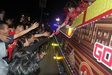 Pawai Lampion Cap Go Meh, Wali Kota Singkawang Bagi-bagi Angpau