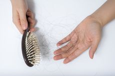 7 Cara Mengatasi Rambut yang Terus Menipis