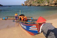 Menikmati Deretan Pantai di Gunungkidul dari Kapal Nelayan