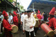 Pilkada Sulsel, Nurdin Halid Mencoblos di TPS Bernuansa Adat Bugis-Makassar