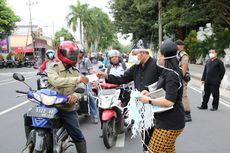 Pemkab Banyuwangi Bagi 8.000 Masker Antisipasi Abu Erupsi Gunung Agung