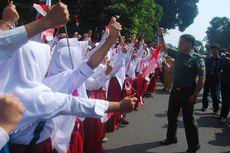 Sambil Bernyanyi, Ribuan Pelajar Sambut Api Obor Asian Games