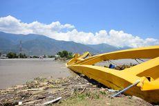 Di Muara Sungai Palu, Pekerja Uji Nyali Memulihkan Infrastruktur