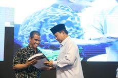 Hadiri Peringatan Hari Disabilitas, Prabowo Berikan Buku