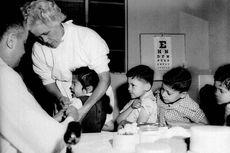 Hari Ini dalam Sejarah, Vaksin Polio Pertama Diberikan ke Anak-anak