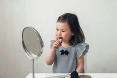 Anak-anak Pakai Makeup, Amankah untuk Kulit?