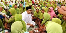 Gus Ipul-Azwar Anas Galang Dukungan Para Nyai dan Muslimat NU