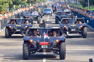 Saat Presiden Naik Jip Tempur di Mabes TNI...