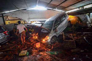Berita Foto: Banjir Bandang di Cicaheum Bandung, Lumpur Tebal hingga Mobil Bertumpuk