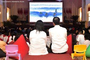 Saat Jokowi Bernyanyi dan Nonton Bareng bersama 300 Anak di Istana...
