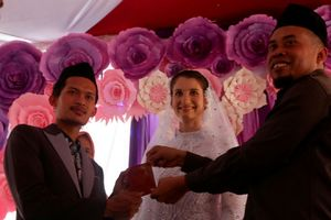 Kisah Cinta Seorang Petani di Banjarnegara, Menikahi Bule Cantik Asal Ceko