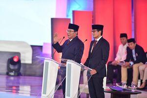 Paslon 02 Interaktif dalam Debat Pertama, tetapi Prabowo Lebih Dominan daripada Sandiaga