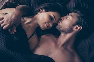 Lingga-Yoni: Kenapa Orang Memejamkan Mata saat Bercinta dan Ciuman?