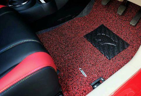 Jangan Asal Pasang Karpet pada Mobil, Berbahaya!