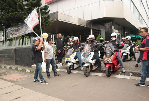 Ratusan 'Biker Geber' Honda PCX Keliling Ibu Kota