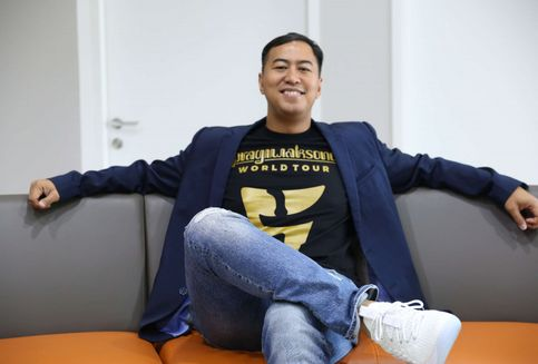Banyak Komika Terjun ke Industri Film, Pandji Pragiwaksono Berkomentar