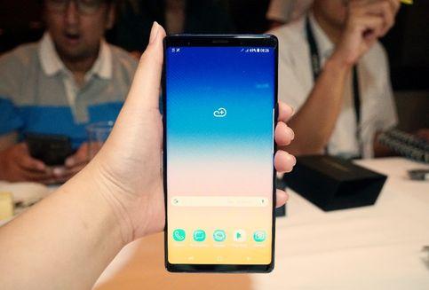 Enyahkan 'Poni', Samsung Dikabarkan Bikin Kamera Selfie Belakang Layar