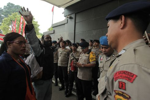 Redam Konflik di Intan Jaya, 100 Personel Brimob Diterbangkan ke Papua