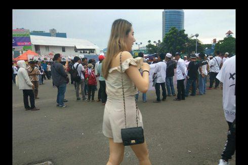 Pengunjuk Rasa Teriaki Pengunjung DWP Berpakaian Mini yang Melintas