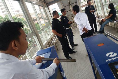 Dilarang Berlarian di Halte, Penumpang Transjakarta Tendang Gate hingga Rusak