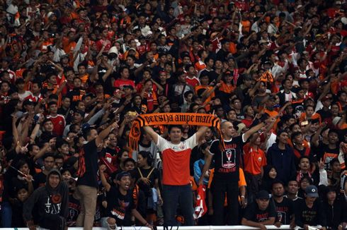 Rusuh Suporter Piala Presiden Memaksa Masuk Stadion GBK Terekam CCTV