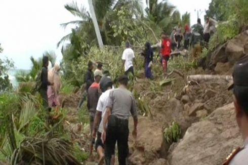 Tebing Batu Setinggi 40 Meter Longsor, Warga Terjebak Macet hingga 8 Jam