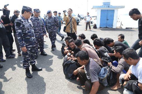 TNI AL Gagalkan Penyelundupan 12 Calon TKI Ilegal ke Malaysia