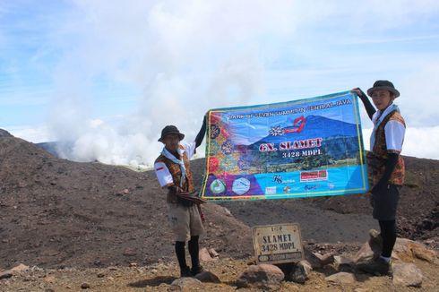 Kenalkan Batik, Dua Pendaki Naiki Tujuh Gunung Tertinggi di Jateng