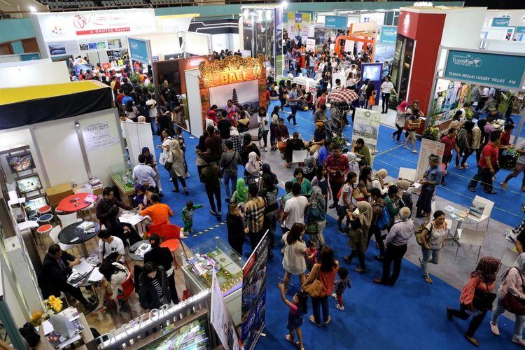 Pengunjung memadati pameran wisata bertajuk Garuda Indonesia Travel Fair (GATF) di JCC Senayan, Jakarta, Sabtu (11/3/2017). Pameran wisata ini diadakan pada tanggal 10-12 Maret 2017 secara serentak di 23 kota di Indonesia.
