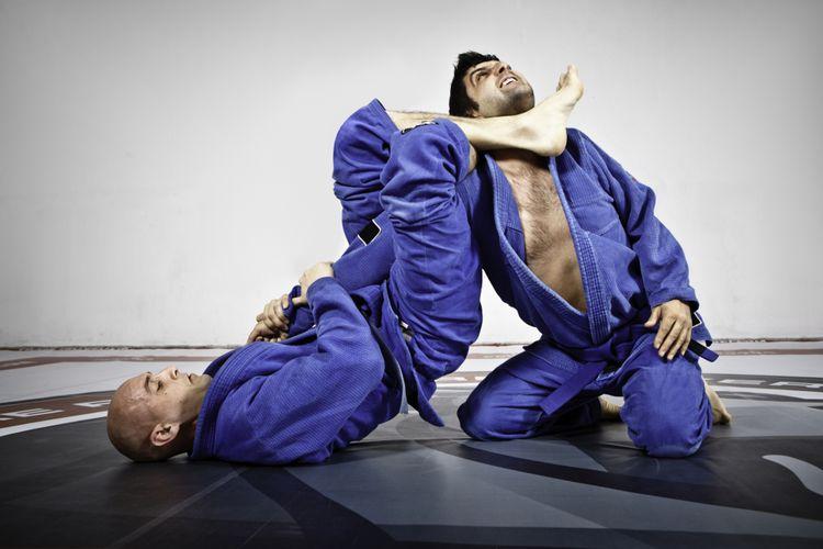 Latihan kuncian dalam Brazilian Jiu Jitsu.