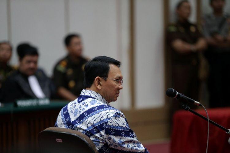 Basuki Tjahaja Purnama atau Ahok mengikuti sidang pembacaan putusan di Pengadilan Negeri Jakarta Utara di Auditorium Kementerian Pertanian, Jakarta Selatan, Selasa (9/5/2017).